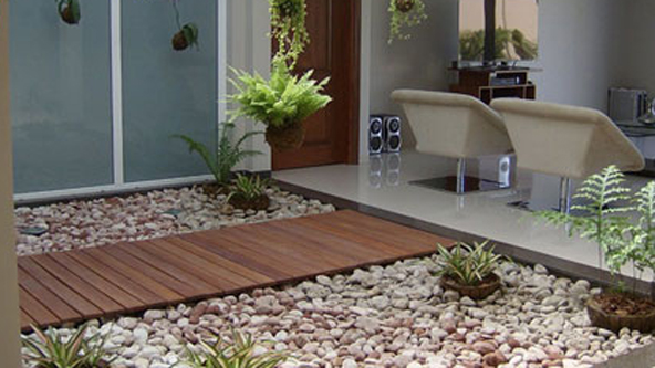Decoracion con piedras en interiores affordable con aire for Decoracion patios interiores